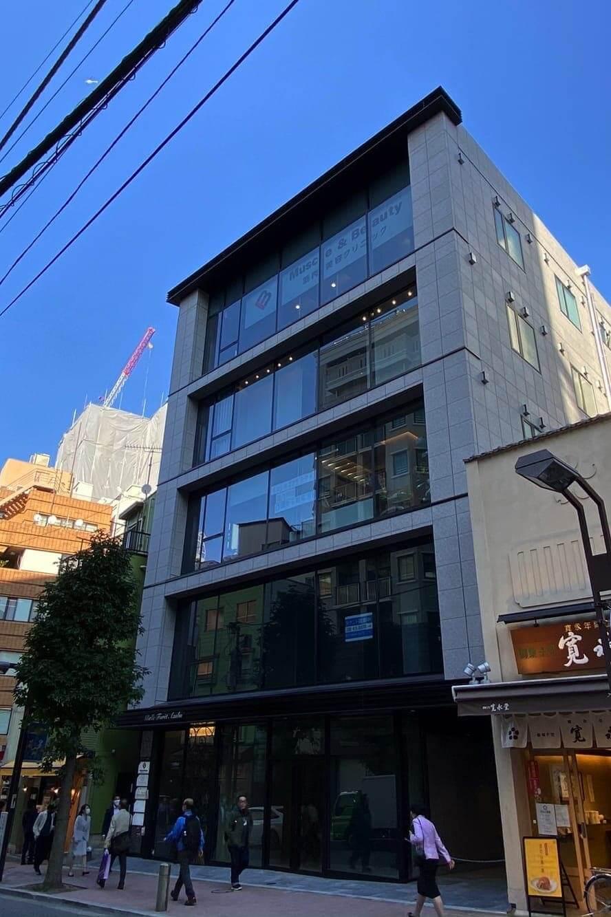 東京メトロ・都営地下鉄「麻布十番駅」から徒歩2分のベルフォーレ麻布5階にあるグロウクリニック麻布十番院の外観