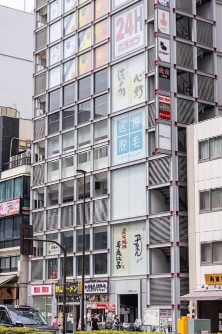 JR・東京メトロ錦糸町駅から徒歩3分のKINSIA ANNEXビル4階にあるグロウクリニック錦糸町院の外観