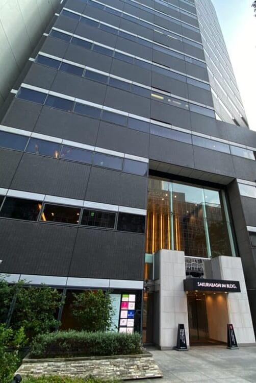 JR北新地駅から徒歩1分の桜橋IMビル5階にあるグロウクリニック大阪北新地院の外観