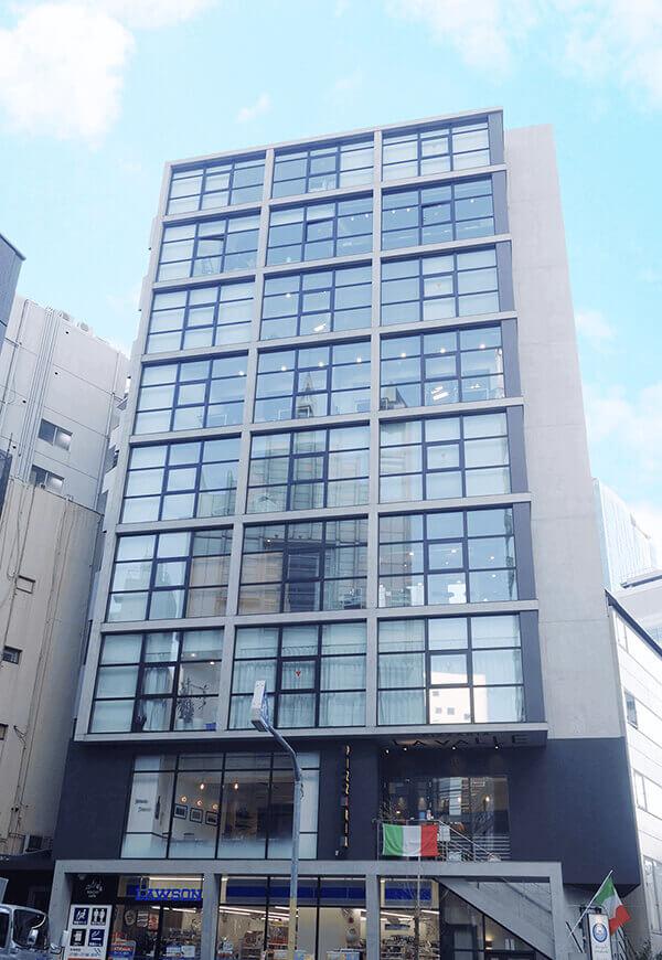JR渋谷駅宮益坂口から徒歩8分の八千代ビル3階にあるグロウクリニック渋谷院の外観