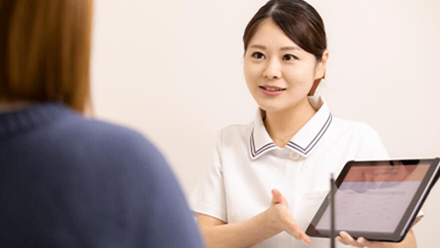 医師と女性カウンセラーによる安心の無料カウンセリング