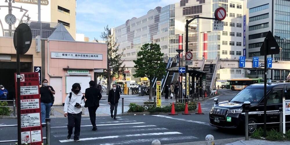 「都営バス 錦糸町駅南口案内所」の前の横断歩道