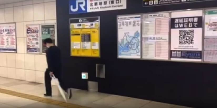 JR北新地駅東口の改札を出た先にある案内看板