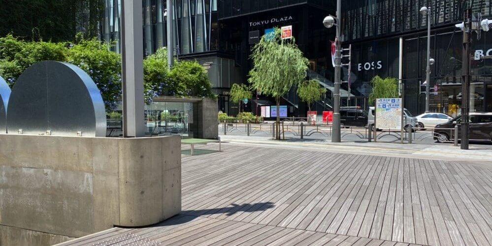 東京メトロ銀座駅B9出口を出て左手に広がる広場